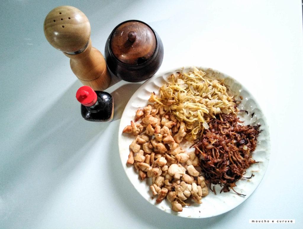 Pollo con jengibre al estilo camboyano