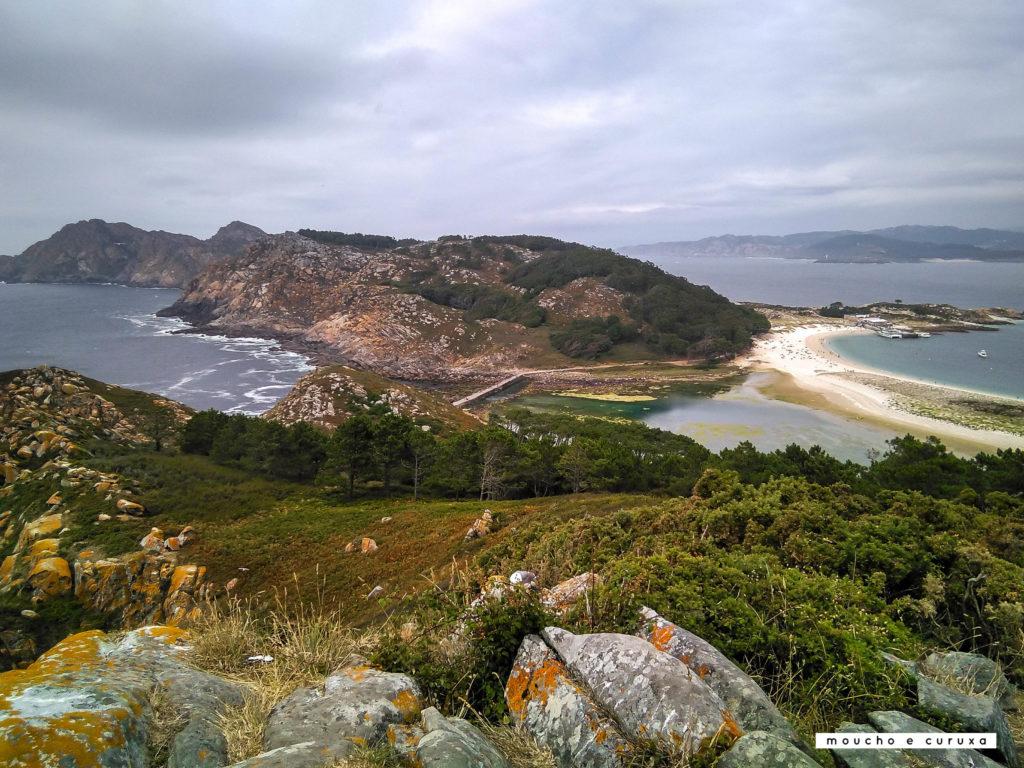 Isla de Monteagudo y playa de Rodas. Vista desde observatorio de aves - Islas Cíes